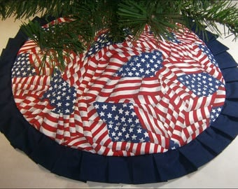 "Tabletop Patriotic / Fourth of July Tree Skirt ~ 24"" ~ U.S. Flag Pattern"
