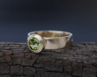 18K Gold Peridot Ring - Green Gemstone Engagement Ring - Solitaire Peridot Ring - Apple Green Peridot set in 18k Gold - Made to Order
