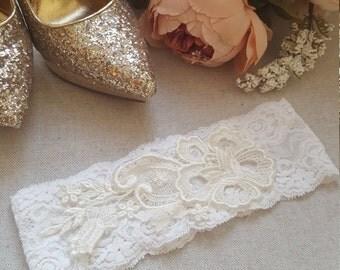 Ivory Lace Bridal Garter - Vintage Applique wedding garter