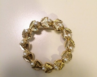 1950s Golden Pearl Wreath Brooch