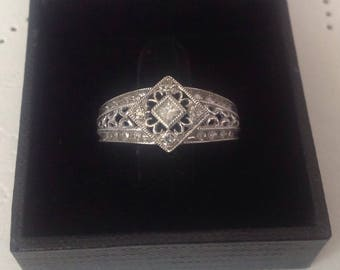 10kt White gold Diamond Ring, Size 8 3/4 diamond and white Gold Accent Ring