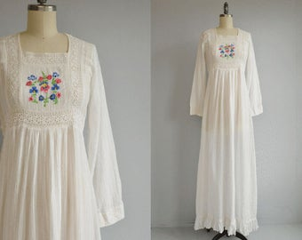 Vintage 1970s India Gauze Dress  / 70s Embroidered Eyelet White Textured Indian Cotton Hippie Festival Wedding Dress / Made in India