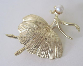 the ballerina - vintage 1950-60s gold and pearl Pin, Brooch