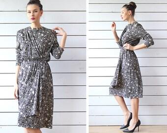 French vintage beige black wool graphic print long sleeve elastic waist knee length midi dress M L