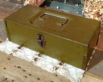 Shabby Vintage Green Metal Box / Tote