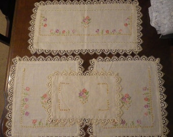 4 Piece Vintage Ivory Dresser Scarf Set Embroidered Floral and Lace Doilies Pastel Colors