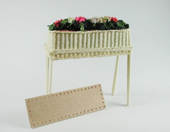 Flower Bank, back to the wickern, basket weave, to the craft for the Doll House, dollhouse miniatures, modelling