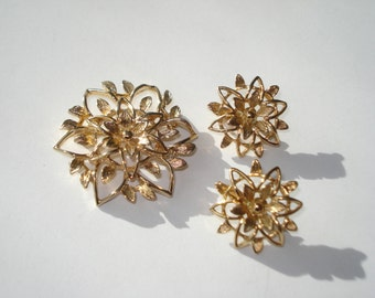 Vintage Gold Continental Brooch and Earrings -  Gold Clip On Retro Costume Jewelry 1960s