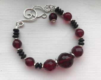 Nora Bracelet in ruby red and classic black