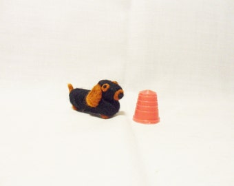 Needle Felted Sausage Dog - miniature dachshund - 100% merino wool - micro animal - wool felt dog - felted daschund