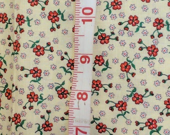 """Vintage Fabric Yellow with Red Flowers Cotton 52 """" by 24 """" Retro Craft Tb3"""