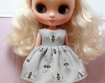 BLYTHE Middie doll Its my party dress - bees on grey