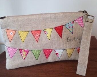 Wristlet clutch pouch, bunting appliqué zipper pouch, wrist purse, handmade linen zipper bag, purse on the go, handbag