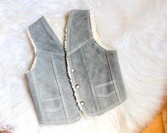 Vintage Kids Suede and Faux Shearling Vest / Vintage Faux Shearling vest / Vintage Grey Suede Vest / Vintage Boho kids vest / Boho