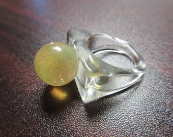 Vintage Ball Lucite Ring