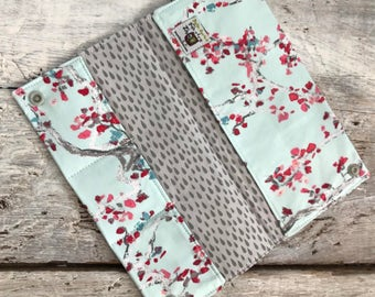 Protects health, cherry blossoms on pale blue, int.gris