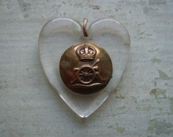 A Vintage Lucite Sweetheart Pendant - WWII/World War Two - Royal Artillery Military Button.