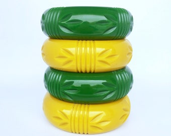chunky reproduction 40s look carved bangle. Fakelite - bakelite - perfect rid reproduction!