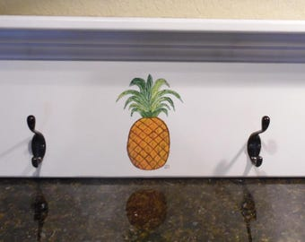 White Hat and Coat Rack with Four Hooks, Hand Painted Hospitality Pineapple, Home Decor, Storage, Towel Rack, Jewelry Holder