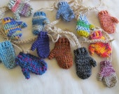 Funky mitten garland (6.5 ft) / Winter home decor / Colourful Christmas banner / Cottage Chic Mitt bunting