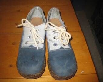 Vtg 70's Two tone Tie Oxford suede shoes sz 6 M Mod hippie Suede chunky Heel platform shoe good shape free ship
