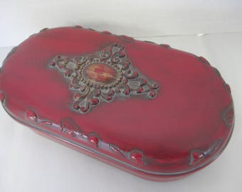 Vintage  red trinket box  felt bottom used good condition