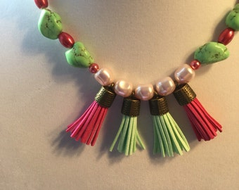Green and pink Necklace with green stones and swarovski crystals and pearls