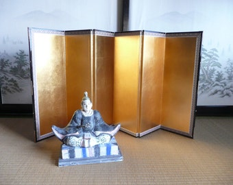 Folding screen (byobu) - Japanese vintage - display background - gold leaf panels with black lacquered frame - WhatsForPudding #1686