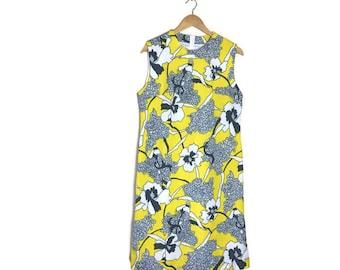 Yellow shift dress // 60s shift dress // yellow spring dress // wedding guest dress // 60s bohemian dress // flower print dress // boho