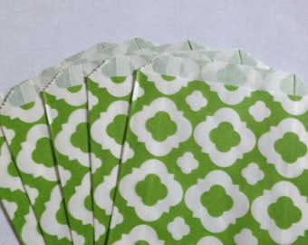 CLEARANCE! Set of 12 - Paper Bags with Lime Green Quatrefoil Design