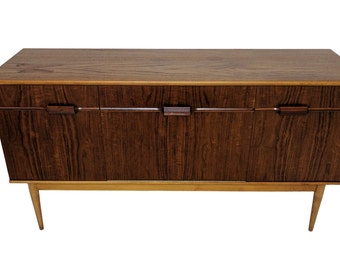 Mid Century Credenza with Classic design and stunning contrasting grain s950