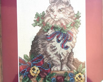 Counted Cross Stitch Christmas Kitty, Vintage Weekenders 03324, Cat Needlepoint, Holiday Kitten Embroidery Kit, Cat Holly Wreath Needlework