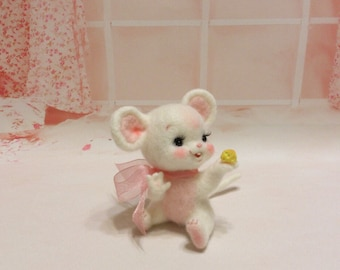 MADE TO ORDER Needle felt . Needle felted mouse . Handmade Mouse . Great gift . Mouse