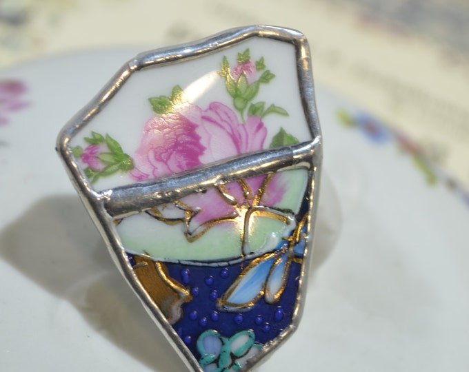 Big porcelain ring with roses