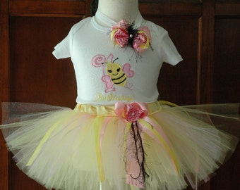 bee birthday outfit,1st birthday,one year old,bumblebee tutu,bumble bee birthday,baby girl bee day outfit,cute girls bee tutu outfit,shirt