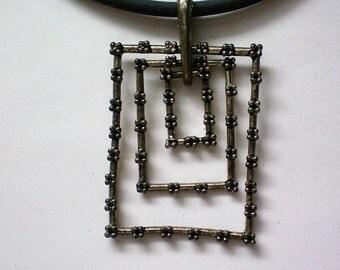 Modernist Metal Dangle Pendant Necklace - 5208