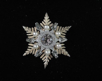 Signed Nettie Rosenstein Rhinestone and Faux Pearl Snowflake / Star Brooch