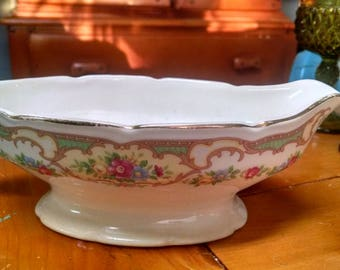 Vintage floral gravy boat/Victorian, shabby chic/ cottage style