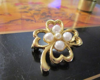 """vintage goldtone brooch with 5 faux pearls in good condition 1.25""""across"""