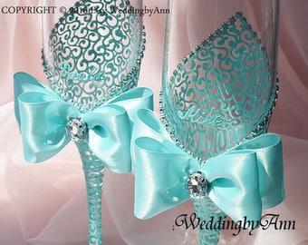 Turquoise wedding glasses, Mint toasting flutes, Beach wedding glasses, Mint champagne flutes, Bride and Groom, Wedding gift