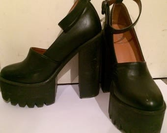 Vintage 90's black strapped healed platforms UK size 5