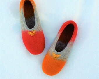 In stock! EU 40, US 9 W size. Felted shoes-clogs for women.  Handmade home slippers. 100% natural wool. Gift for her.