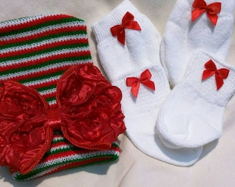 FLaSH SaLE Newborn CHRISTMAS Holiday hospital Hat, Socks and no Scratch Mittens with a Beautiful Large Red Bow! Cute!