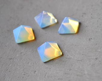 1 Piece Opalite Pyramid Ring Cab 14mm