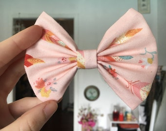 Pink feathers Bow