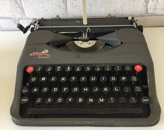 Retro Vintage 1960's Empire Aristocrat British Made Typewriter in Case
