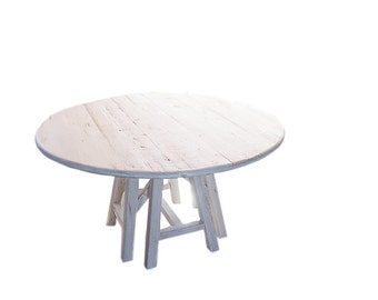 Round table in wood
