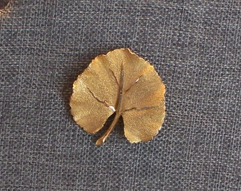 BSK aspen leaf vintage brooch, beautiful detail, really pretty!
