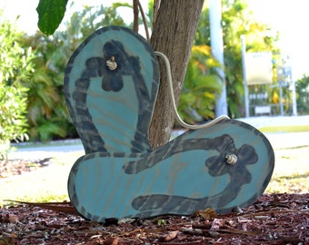NEW Wedding guest book idea. Flip flops wood guest book alternative. Wedding gift for couple. Beach wedding decor.