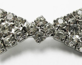 Adorable Vintage 1950s Rhodium Plated Rhinestone Bow Pin